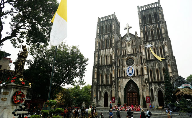 what to do in hanoi at night sain joseph cathedral