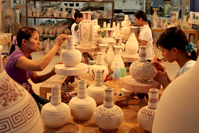 what to do in hoi an craftmanship