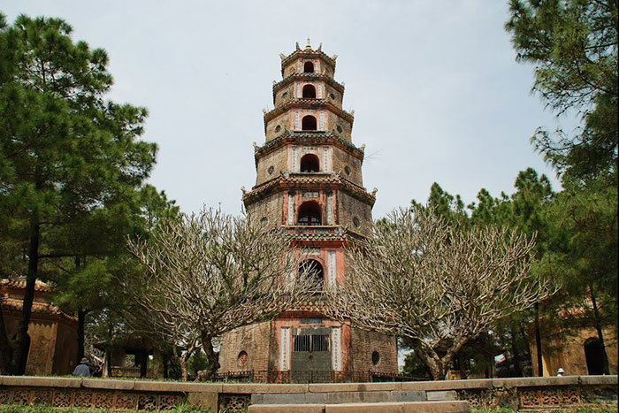 what to do in hue in 1 or 2 days pagoda of the Celestial Lady