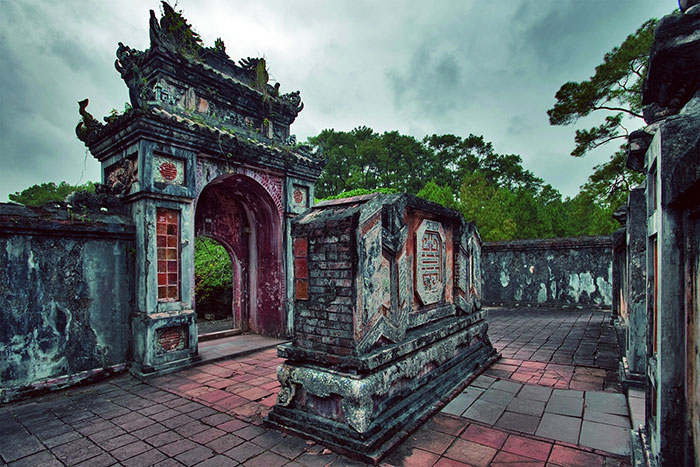 what to do in hue in 1 or 2 days tu duc tomb