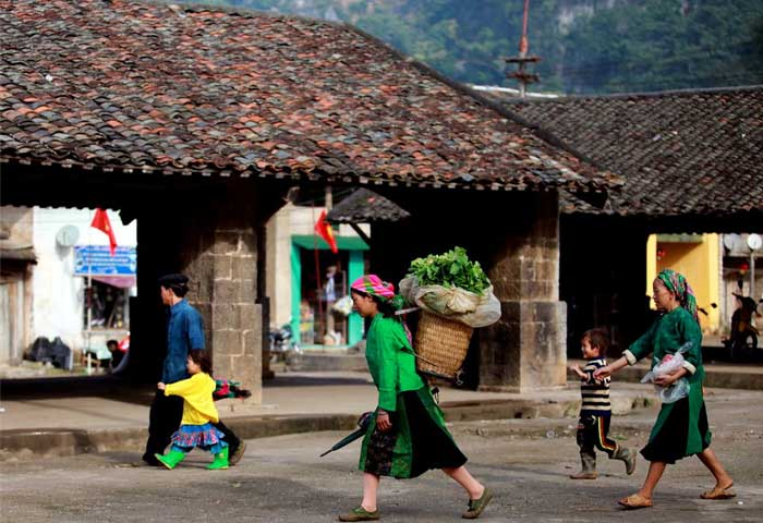 what to visit in Ha Giang Dong Van Market