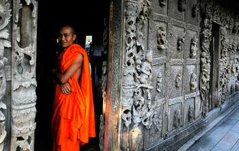 Bagan – Fly to Mandalay– Full day tour (B/-/-)