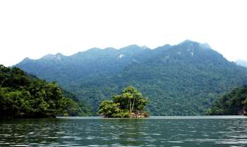 Ba Be Lake – Boat trip – Dau Dang water fall - Transfer to Hanoi (B/L/-)