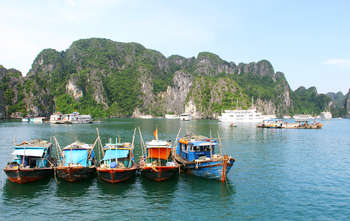 Halong – Hanoi – fly to Hoian (B/L/-)