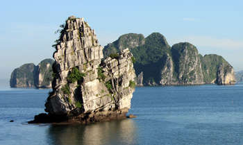 Halong – Hanoi – Fly to Saigon (B/L/-)